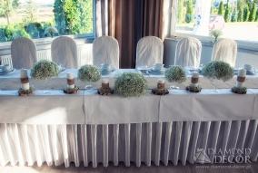 rustykalna dekoracja stołu pary młodej